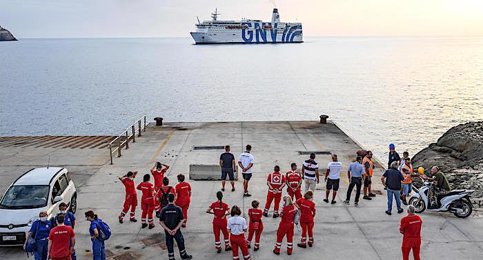 Siracusa. Sbarcati al porto di Augusta 257 immigrati risultati negativi ai  controlli Covid. Arrestati tre tunisini - Libertà Sicilia