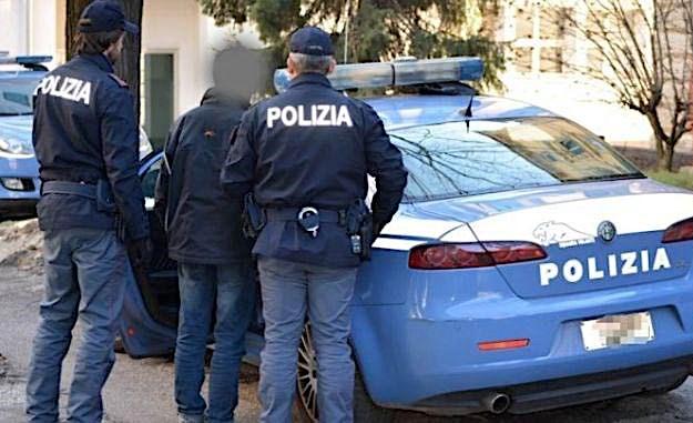Priolo Gargallo. Polizia di Stato sorprende 17enne. Arrestato pusher con  cocaina e marijuana - Libertà Sicilia