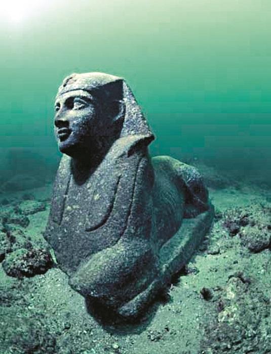 sfinx sub ape cleopatra palace mic 1