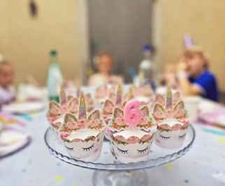 Buffet de cupcake pour un anniversaire thème licorne