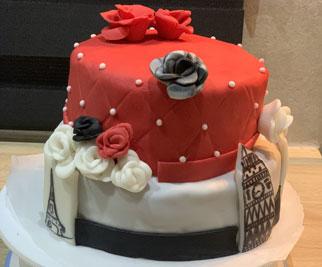 Cake design 2 niveaux thème fleurs et Paris