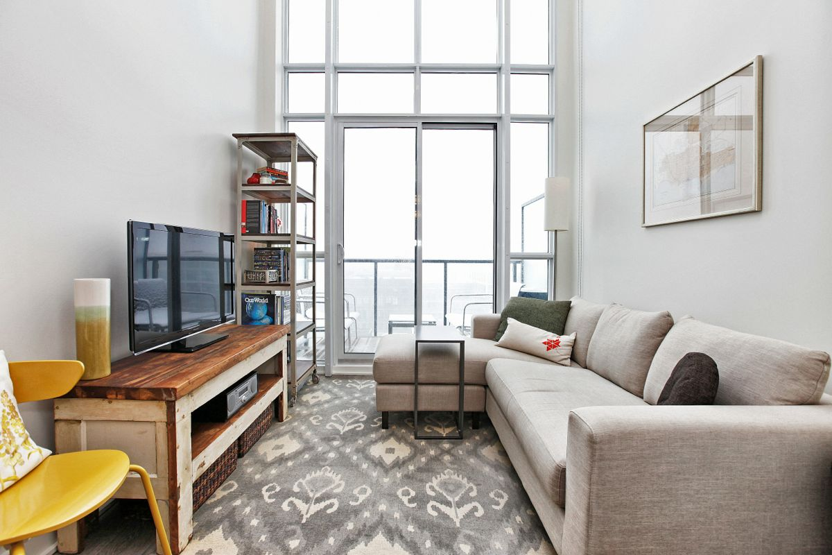 JUST SOLD OVER ASKING PRICE 1 Bedroom Loft Suite At 5