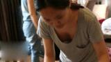 Nakitaan ng nipples si Part time Waitress girl