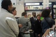 Public assistant à la dédicace de Céline Flory à la librairie Maruani