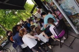 Didier Ah-Koon dédicace la bd Les Minions en terrasse
