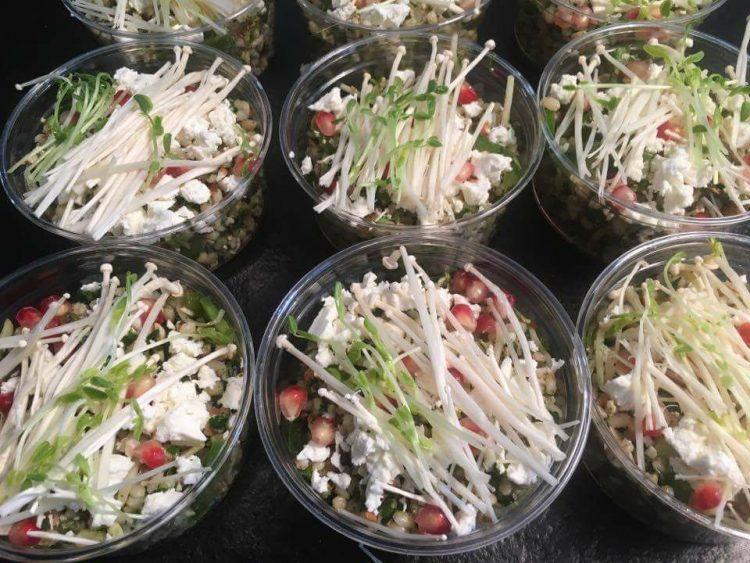 La petite salade d'orge perlée avec ses petites graines de Grenade, ses doux champignons et de la feta.