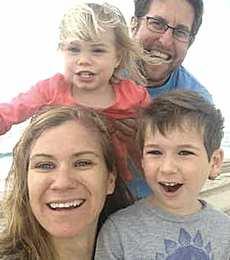 Maeve Kennedy col figlio Gideon e gli altri familiari