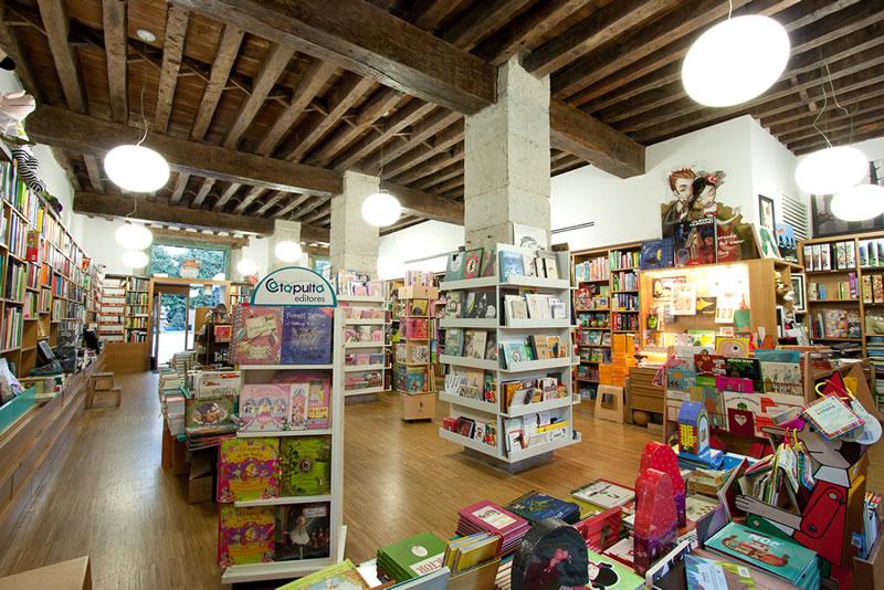 Librería Gil, planta baja