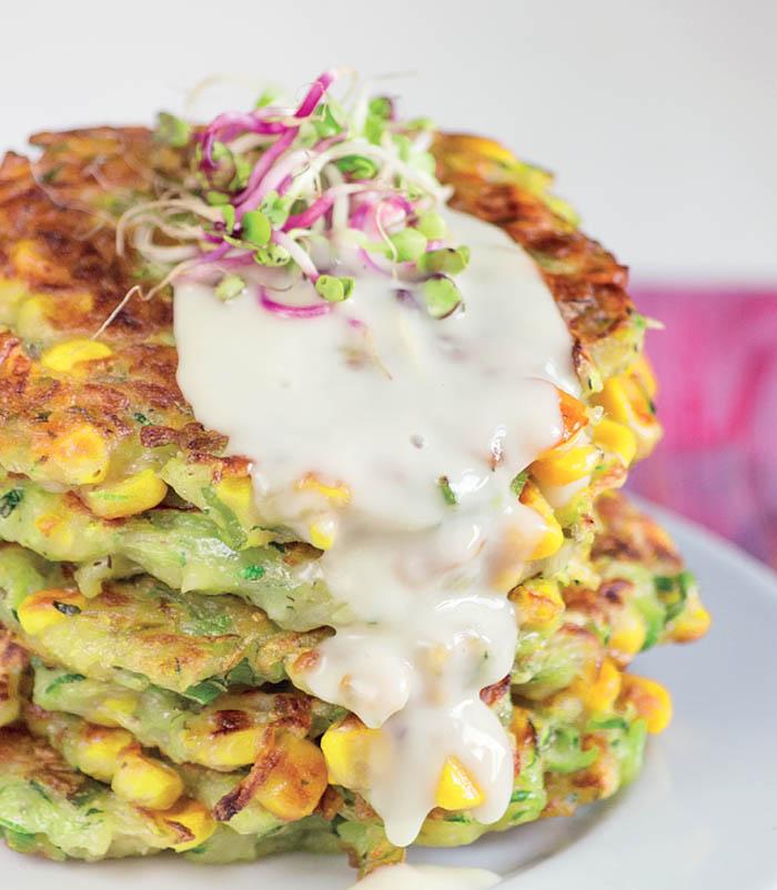 Tortitas de calabacín y maíz - Receta del libro Cocina Vegana (Virginia García y Lucia Martínez)