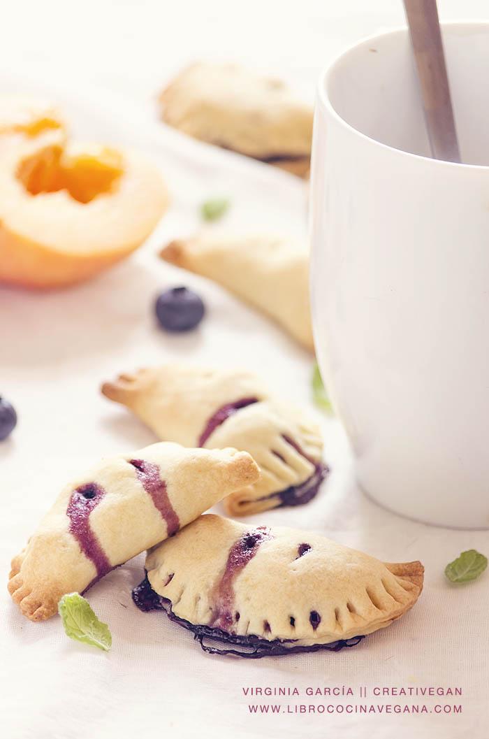 Empanaditas de melocotón y arándanos, receta del libro Cocina Vegana