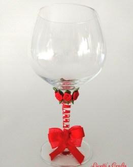 Copa decorada flores y lazo rojo