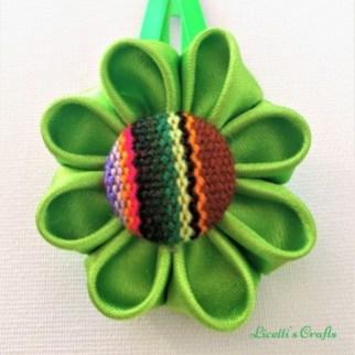 Flor kanzashi verde para pinza étnica