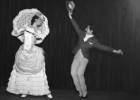 1966-11-26-MAZURCA de los paraguas-sala Lubov Tchernicheva(estudi Magriñá)-Asun. Aguadé, Alfons Rovira
