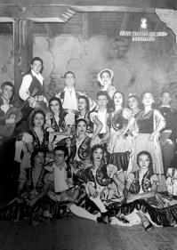 1957-01-29-GOYESCAS-Alicia Tomás, Antoñita Barrera, Araceli Torrens, Mercedes Pastor, Cristina Guinjoan, Romana Uttini, Manolita Ors, Ana María Górriz i Josep Huguet.