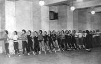 1955-Aurora Palencia, Marien Torrents, Encarnita Giménez, Cristina Guinjoan, Antoñita Barrera, Pili Brusi, Araceli Torrens, Rosa Villalba, Lluïsa Pujol-sala assaig