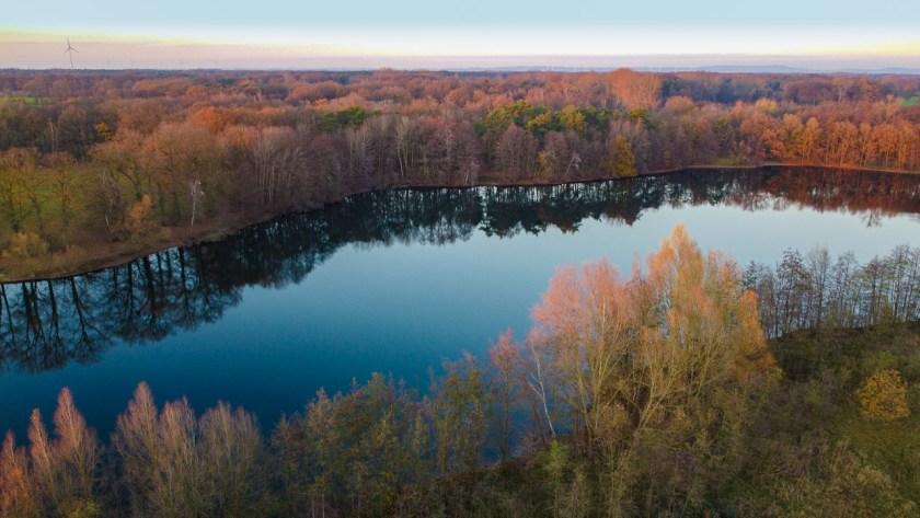 Der Ems-Hessel-See bei Einen im Kreis Warendorf liegt direkt neben der Hessel und der Ems