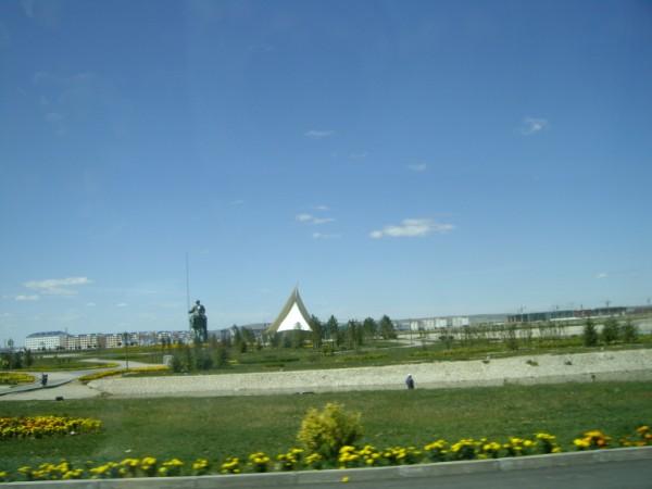 בכל מקום ניתן לראות פסלים של ג'ינג'ינסחאן