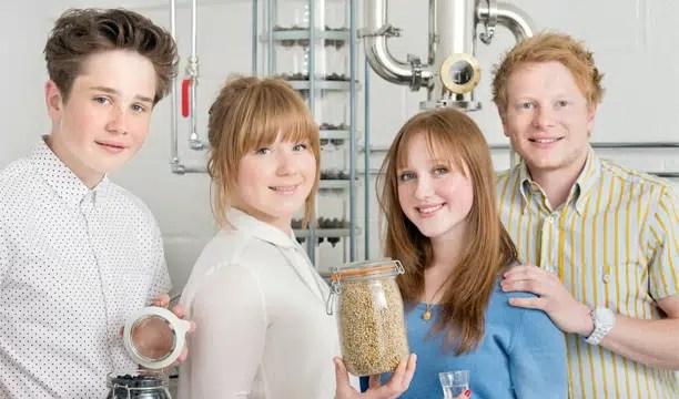 Niño de 15 años abre destilería de ginebra