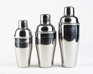shaker herramienta útil en la coctelería