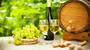 El vino verde es un tipo de producción de vino de Portugal