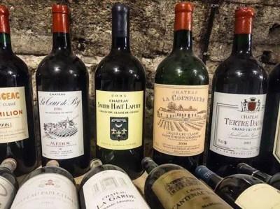 Burdeos produce vinos blancos y dulces, vinos tintos