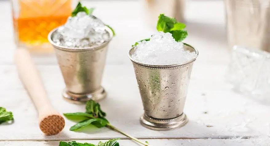 Día del Mint Julep, un cóctel que figura en la mayoría de las pizarras de los bares