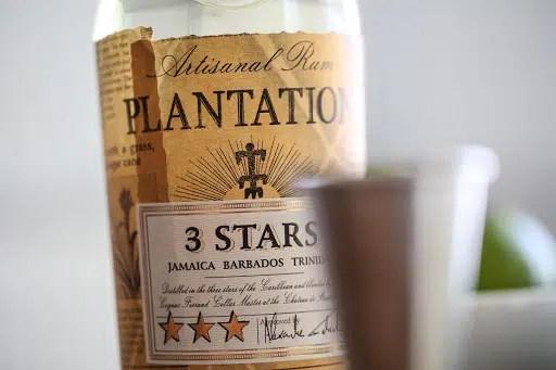 Ron blanco artesanal Plantation 3 Stars, rico carácter y complejidad