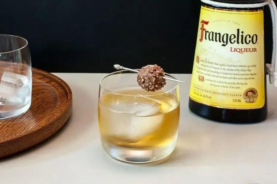 Licor Frangelico conjuga sabor y suavidad en una botella intrigante