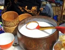Kumis, bebida de Kazakhstan hecha de leche de yegua fermentada 1
