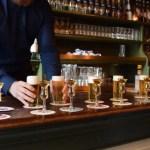 El kopstoot, lacombinación de cerveza con un chupito de ginebra holandesa