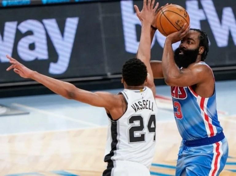 Harden reaparece liderando el triunfo de Nets