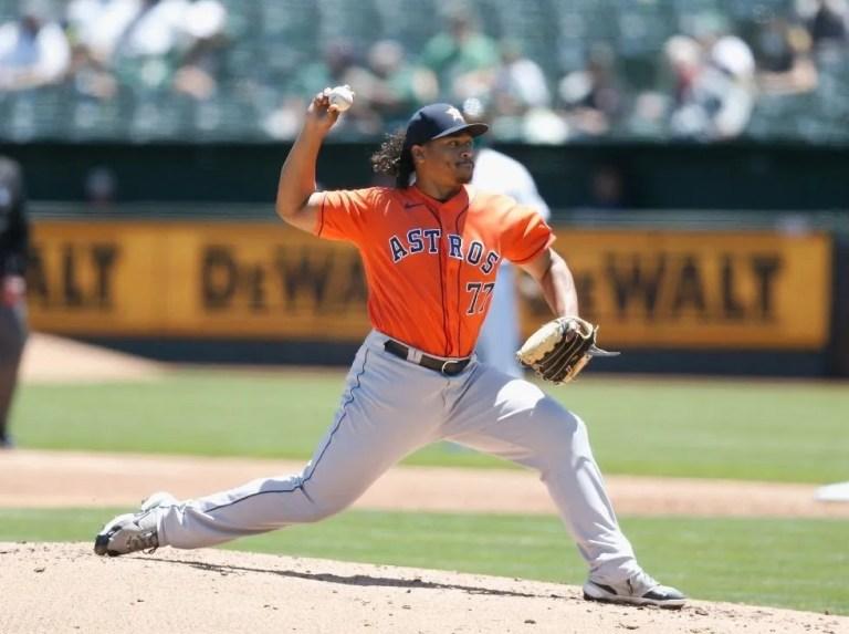 Luis García seguirá en el roster de los Astros