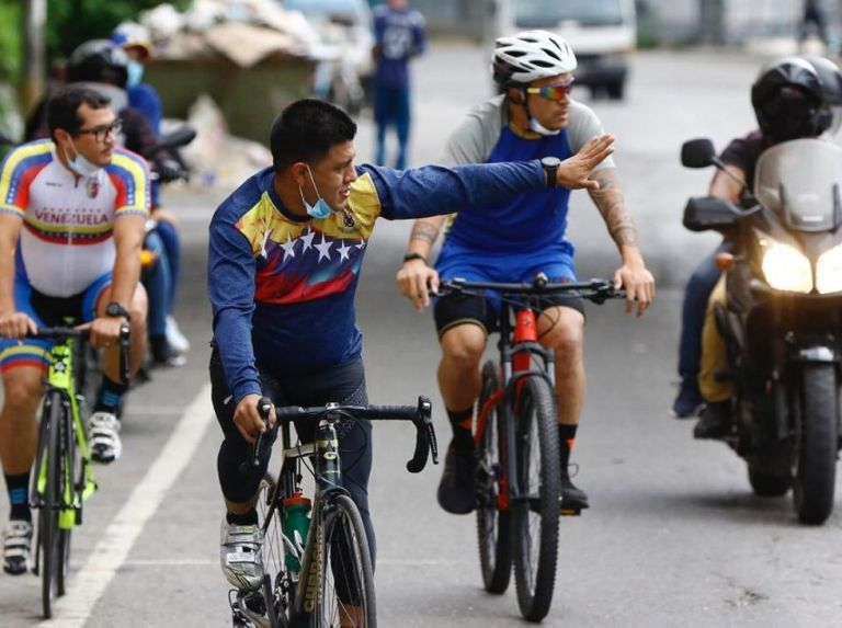 Pedaleada en Caracas por Ley de Ciclismo Ubano