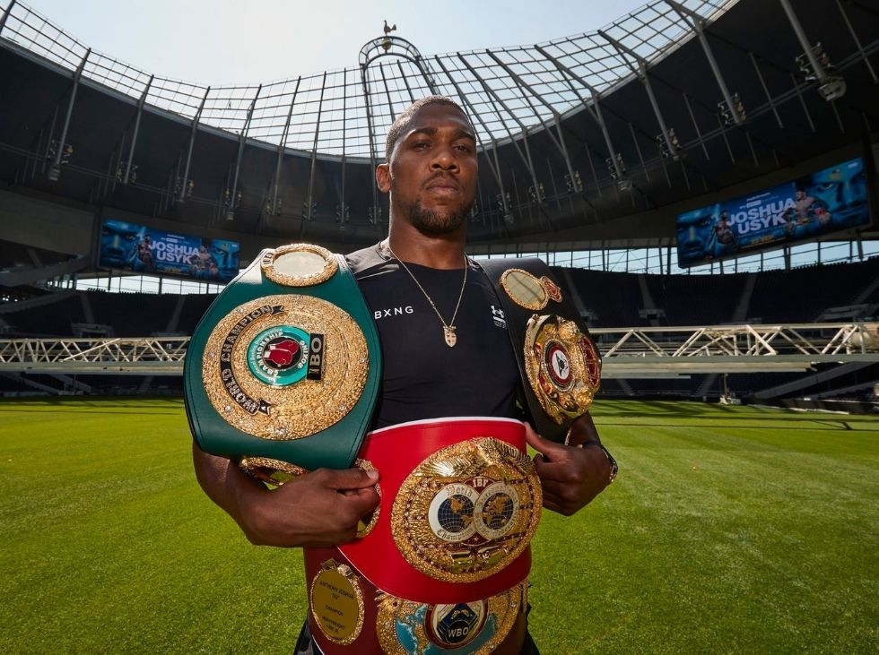 Joshua puts his world titles on the line against Usyk