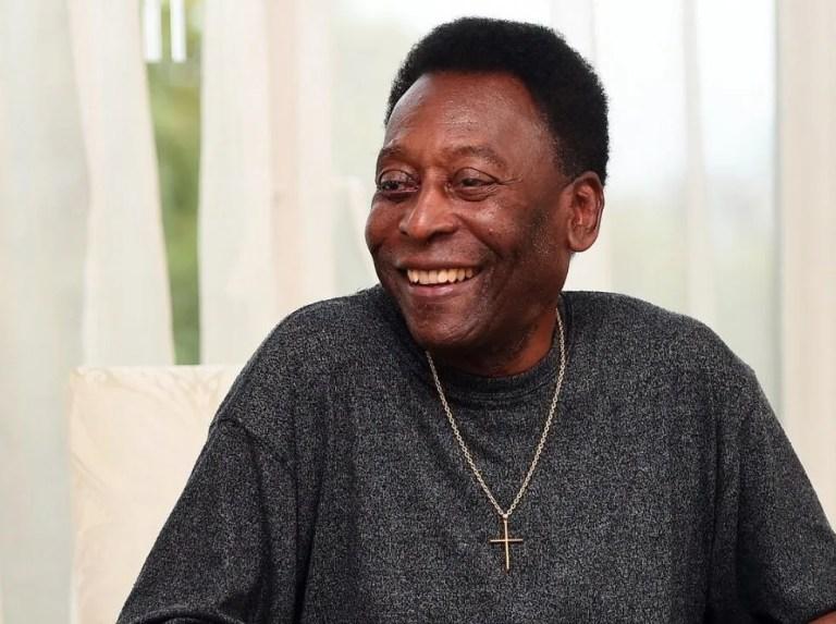 Pelé encourages Brazil hours before the final