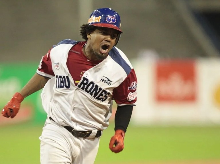 Teodoro Martínez reached 100 hits in the Atlantic League