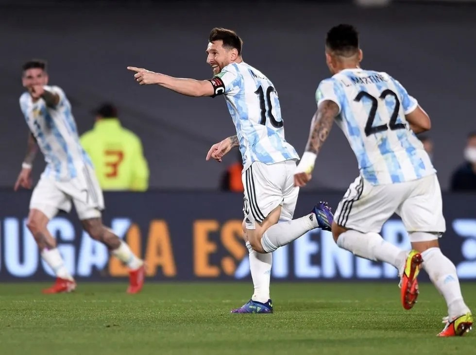 Argentina se creció en casa y goleo a Uruguay