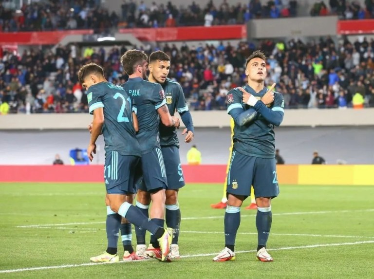 Argentina remains imposing and sinks Peru