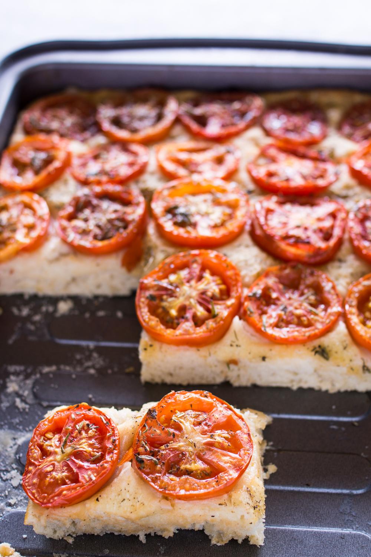 Fingerfood Focaccia mit Tomaten und extra-dickem Boden