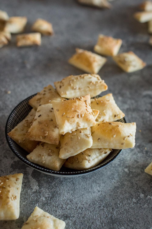 Sesam Cracker mit Meersalz - schnell gemachtes Fingerfood