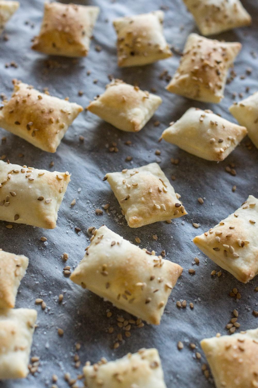 Fingerfood: Sesam-Cracker - sehr einfaches Rezept & schnell gemacht
