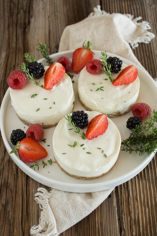 Kühle Beeren-Törtchen mit Keksboden | Leckeres Sommerrezept