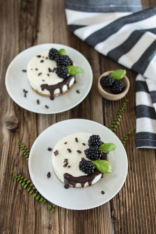 Kühlschrank-Törtchen: no-bake Dessert mit Brombeeren