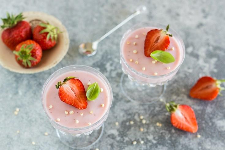Erdbeercreme als Dessert im Glas