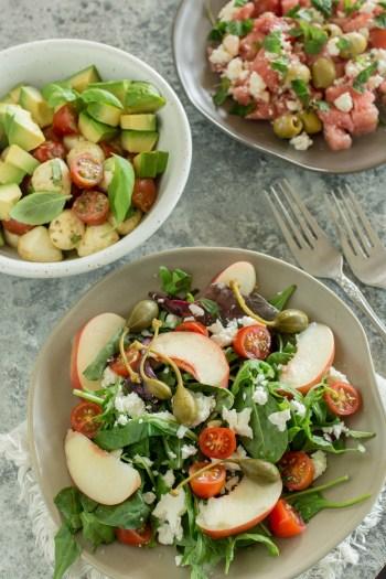 Mediterraner Pflücksalat mit Kapern und Pfirsich | Schnelles Rezept