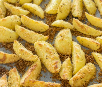 Knusprige Parmesan-Kartoffeln aus dem Backrohr