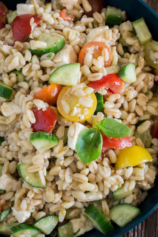 Kalte Salate für den Sommer | Griechischer Ebly-Salat