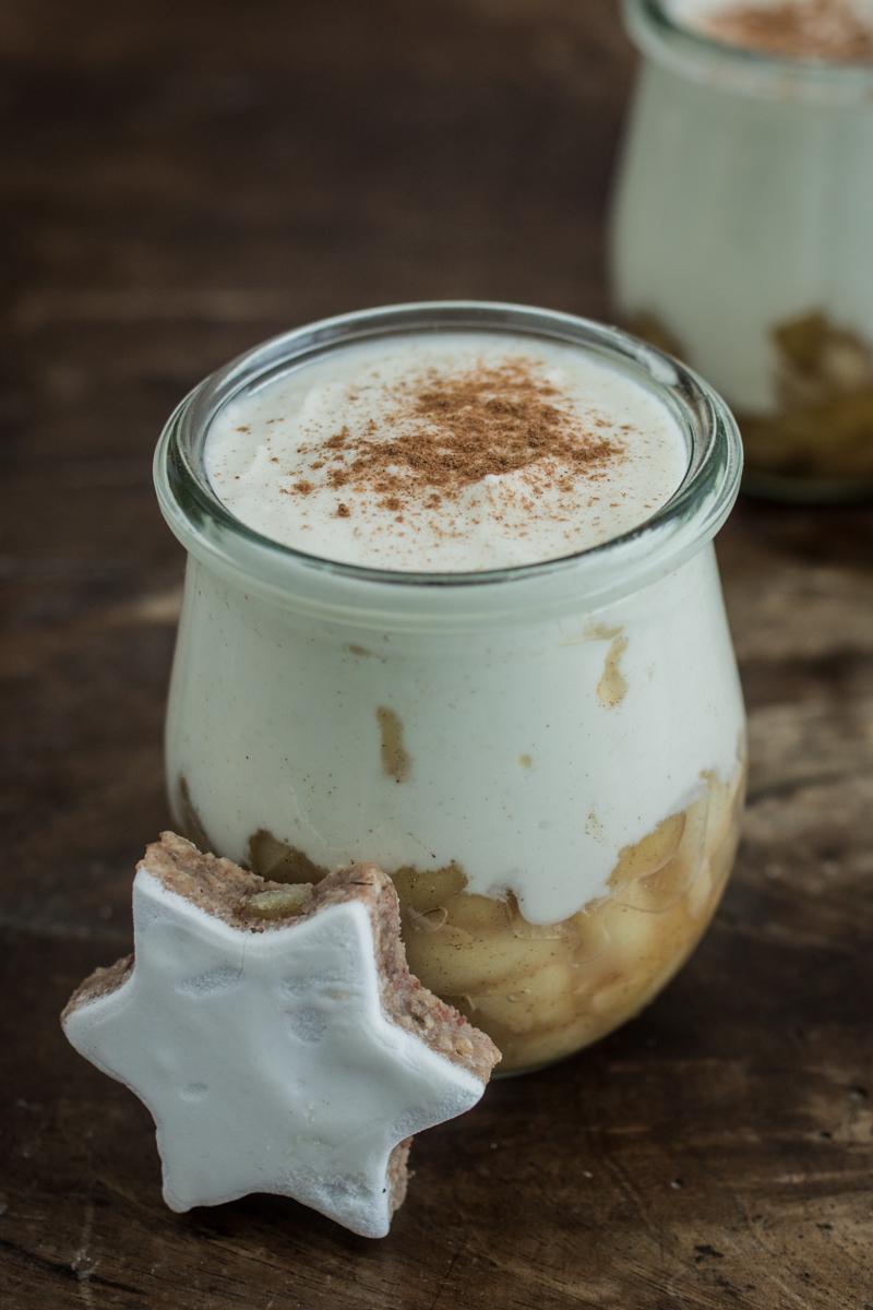 Topfencreme mit Zimt und Bratapfelstückchen | Dessert für Weihnachten