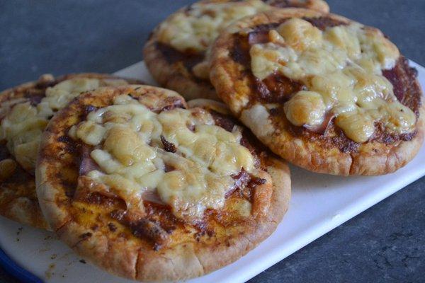 mini pizza van pitabroodjes