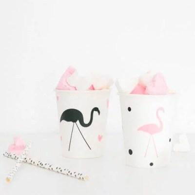 Traktatie Flamingo uitdelen